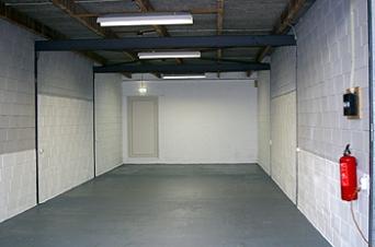 Dit is de unit van 60 m2. In de achtermuur bevindt zich een vluchtdeur.