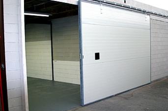 Dit is de unit van 60 m2. Hier ziet u een grote schuifdeur als ingang.